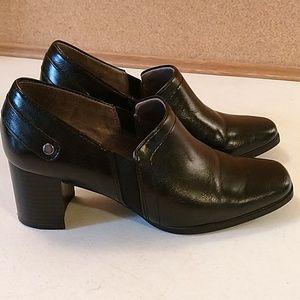 Life Stride ladies black closed toe dress heels